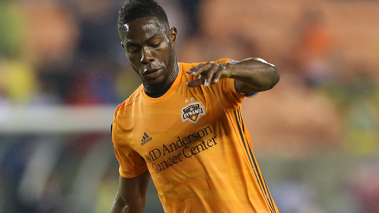 Houston Dynamo defender Maynor Figueroa collapses after learning about father's death