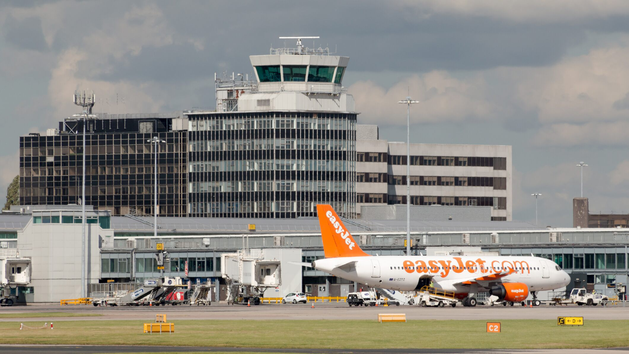 Manchester Airport unable to refuel planes, causing massive delays and cancellations