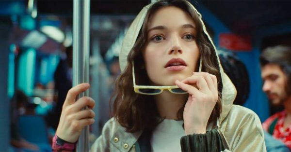 Mona Lisa Escapes The Louvre and Lives Her Best Parisian Life in Perrier's Fun Summer Ad – Adweek
