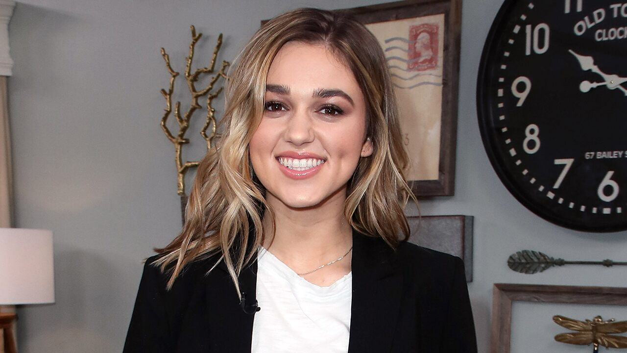 'Duck Dynasty' star Sadie Robertson announces engagement to Christian Huff