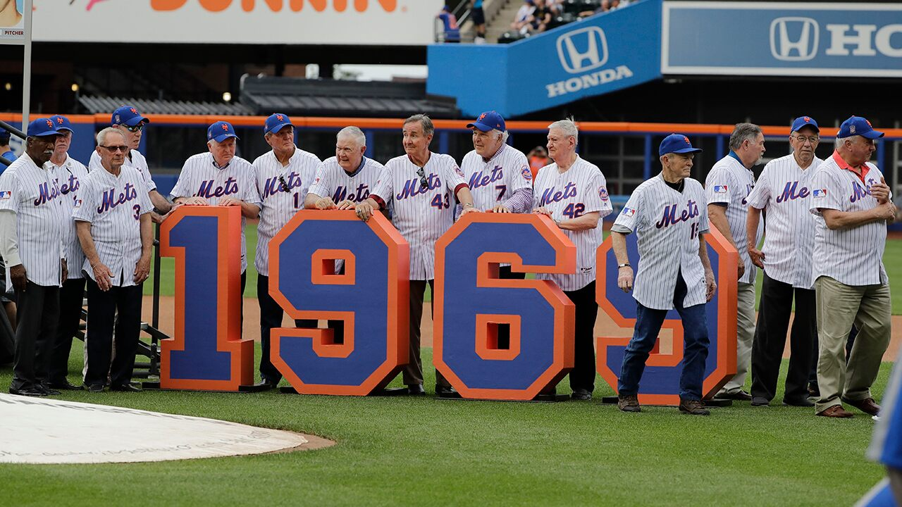 Mets flub 'Miracle Mets' celebration, declaring 2 players dead when they're still alive