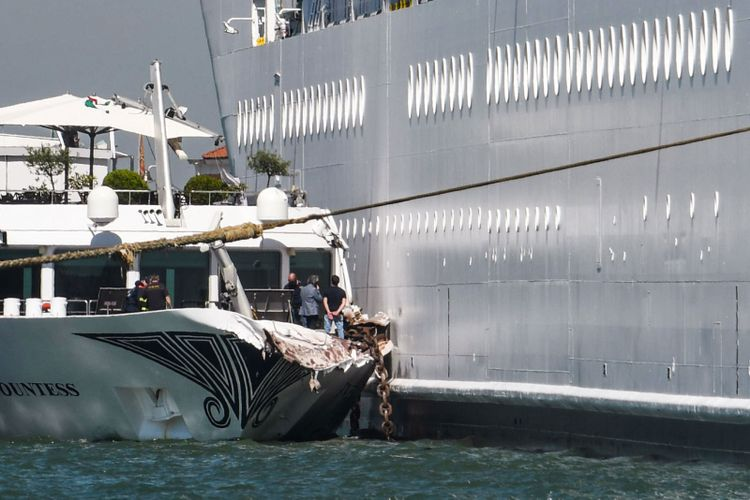 Where does the cruise ship crash leave Venice?