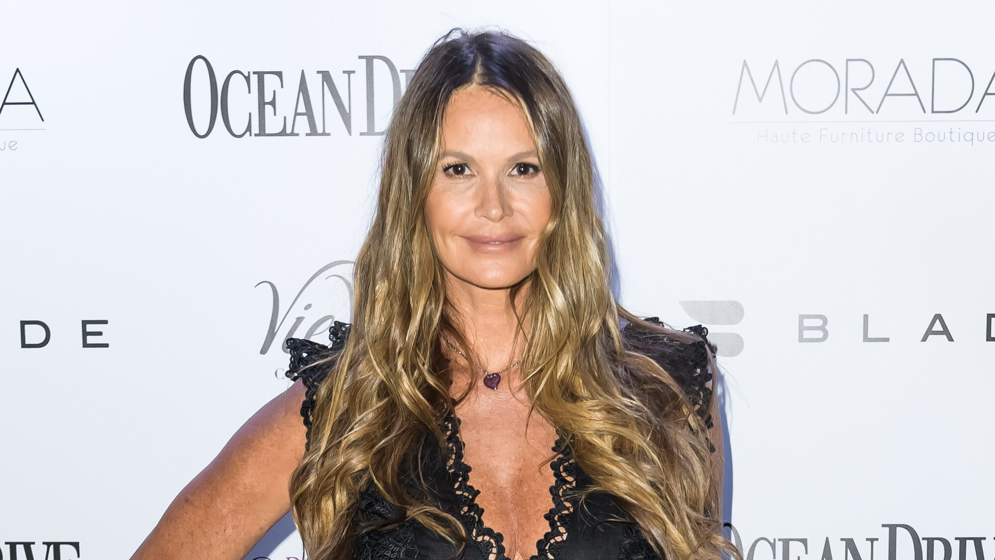 Elle Macpherson, 55, shows off massage technique that she claims shrinks her waist