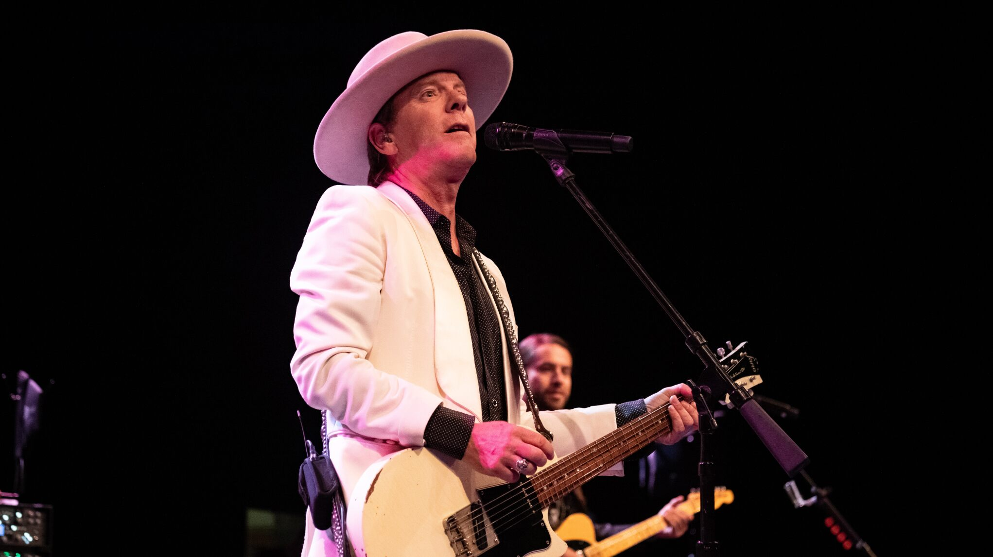 Kiefer Sutherland 'seriously injured' after falling in Europe