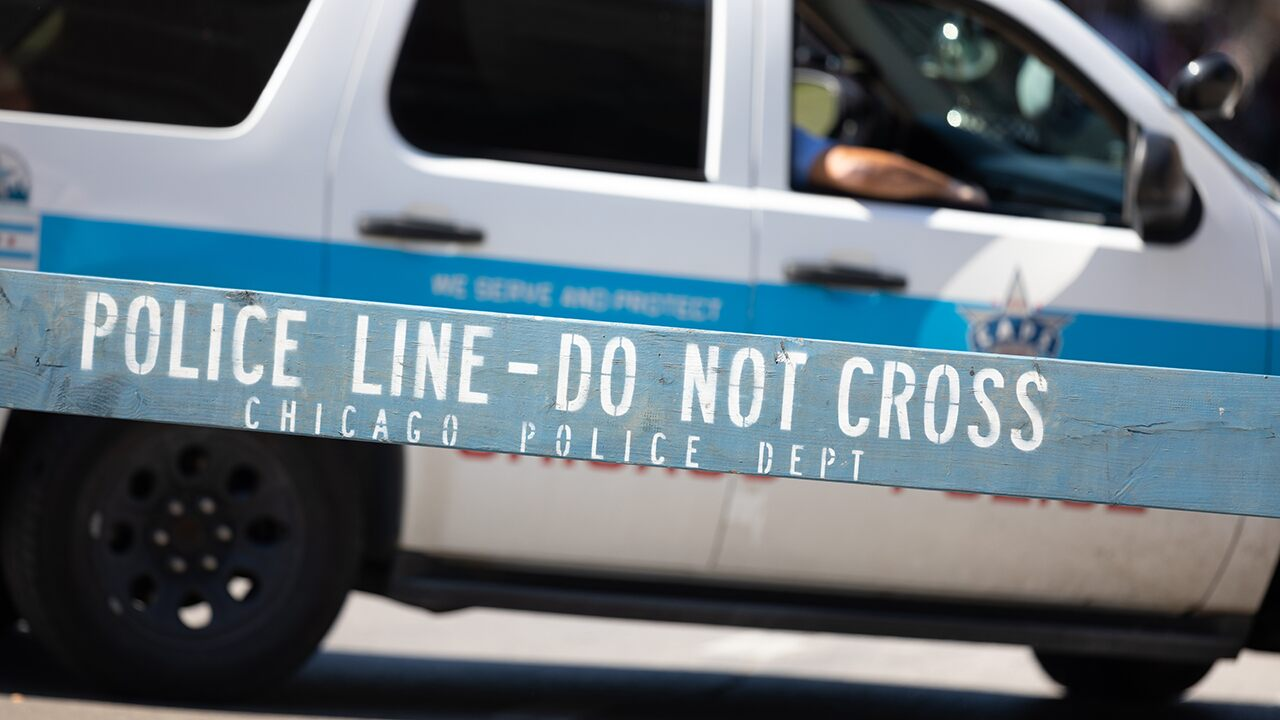 Weekend of violence in Chicago leaves 2 dead, dozens injured