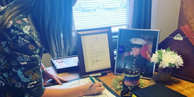 Gold Star spouse Rheanna Tanner filling out Navy veteran Keith Sherman's map as he gathers stories from Gold Star families in each of the 50 states. (Keith Sherman)
