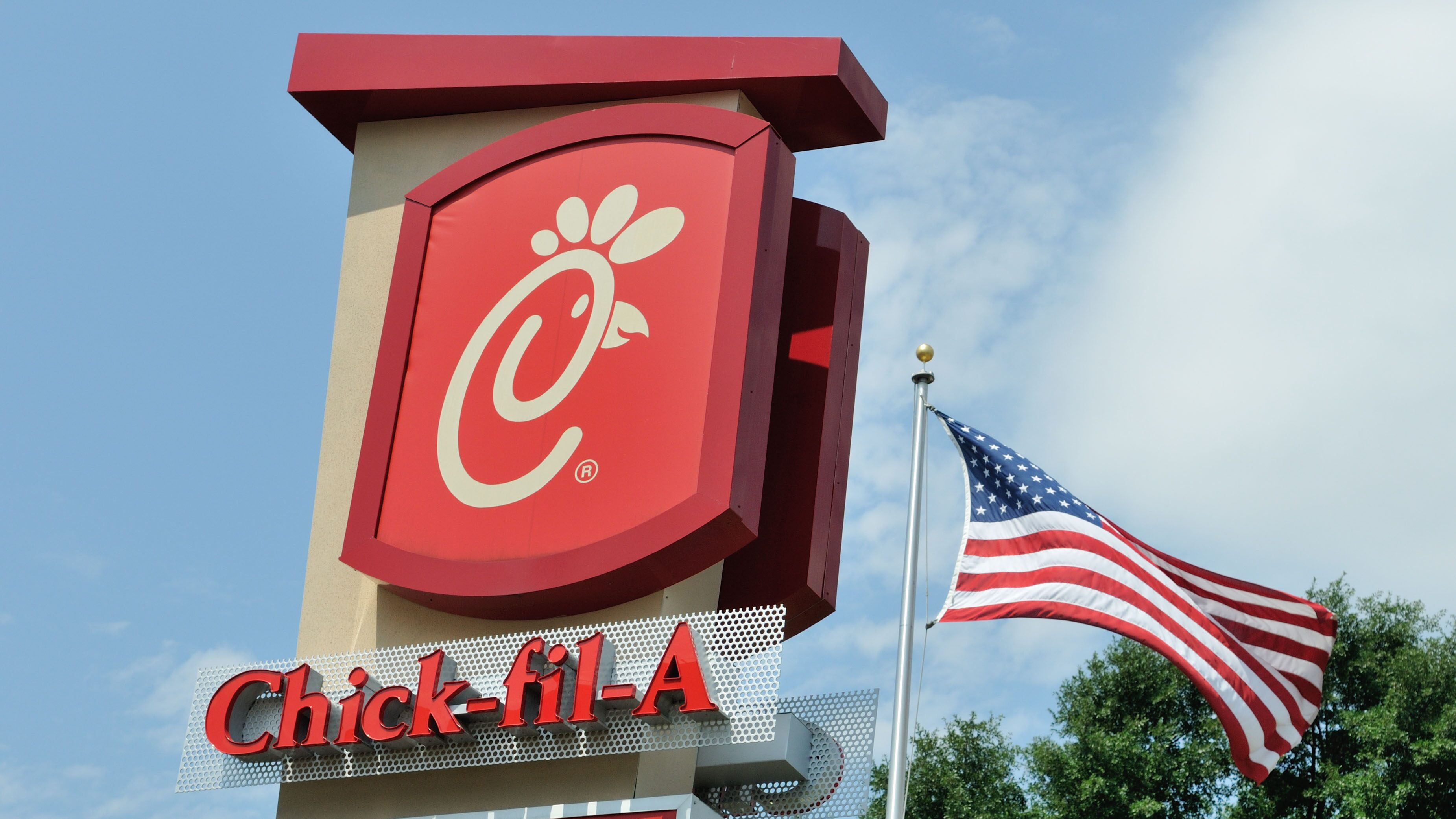 Chick-fil-A makes 500 sandwiches for first responders after Texas shooting spree