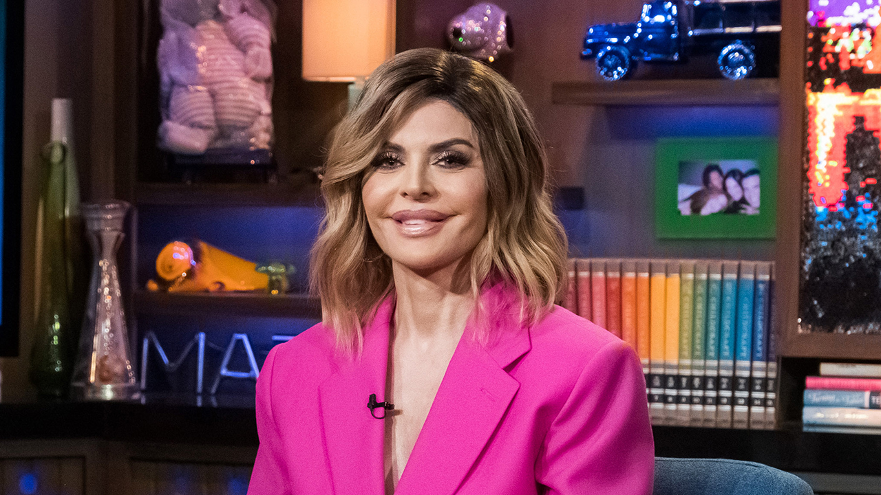 Lisa Rinna trolls haters by dancing in a bikini, cowboy hat: 'I love how this pisses so many of you off'