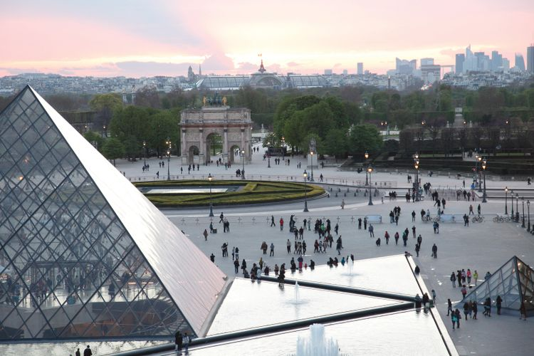 Louvre to train refugees as tour guides with funds from Saudi foundation