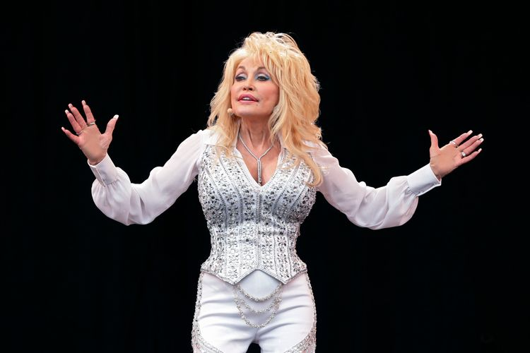 Dolly Parton turns down memorial statue in Tennessee, saying she doesn't want to be 'put on a pedestal'