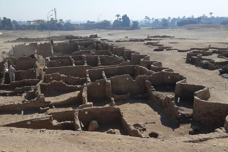 Egyptian archaeologists uncover 'lost golden city of Luxor'