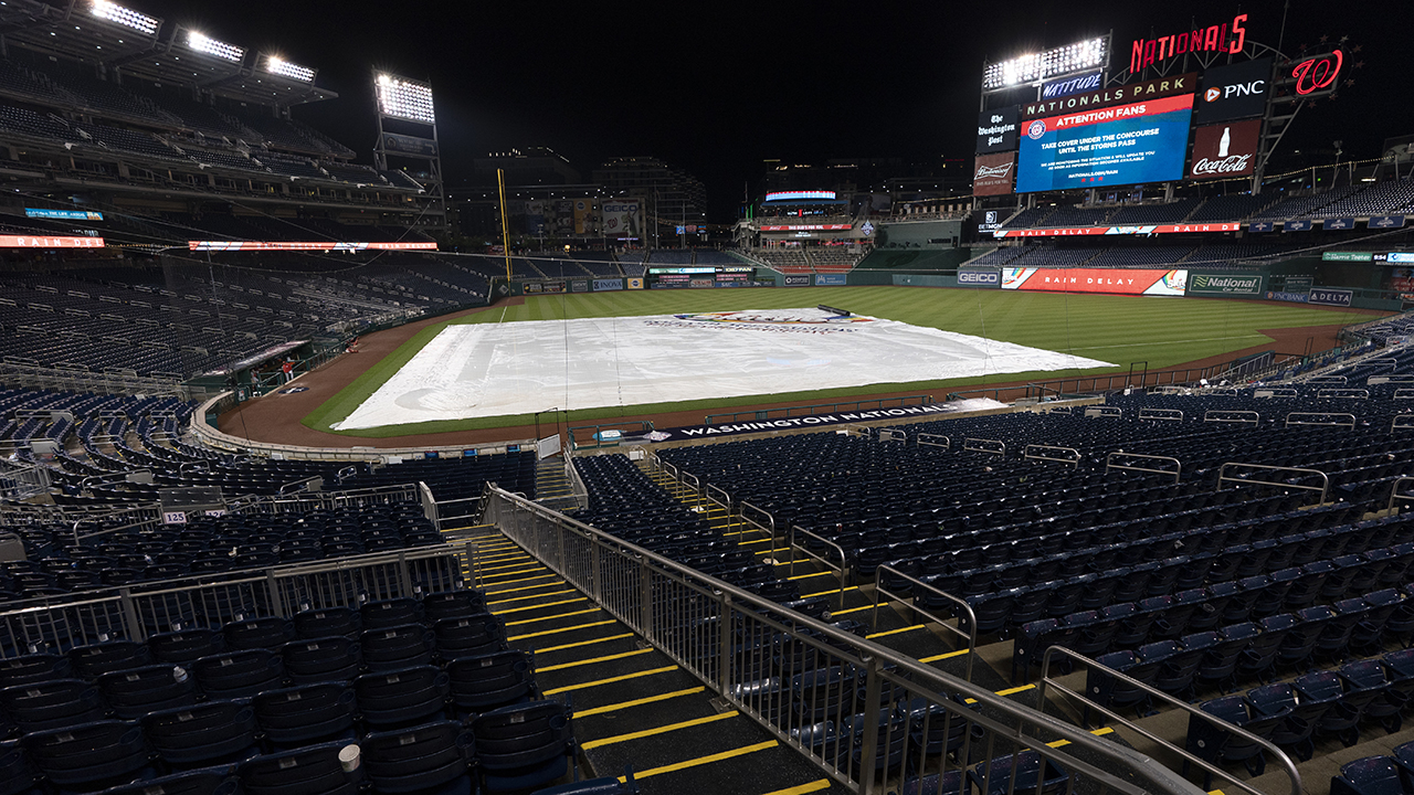 Streaker prances in rain at Nationals Park, attempts slick way to evade security