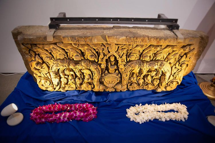 US hands over two stolen ancient lintels to Thailand after retrieving them from the Asian Art Museum of San Francisco