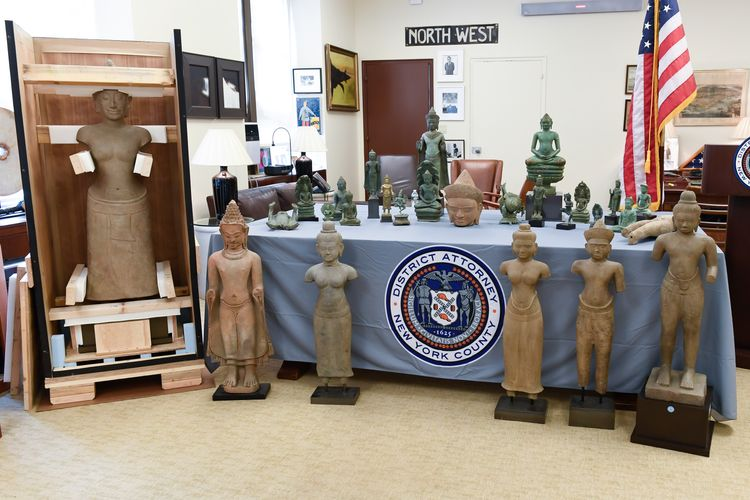 New York investigators hand over 27 smuggled art objects valued at $3.8m to Cambodia