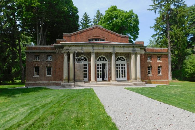American Gothic landmark Lyndhurst Mansion opens unrestored pool building as exhibition space