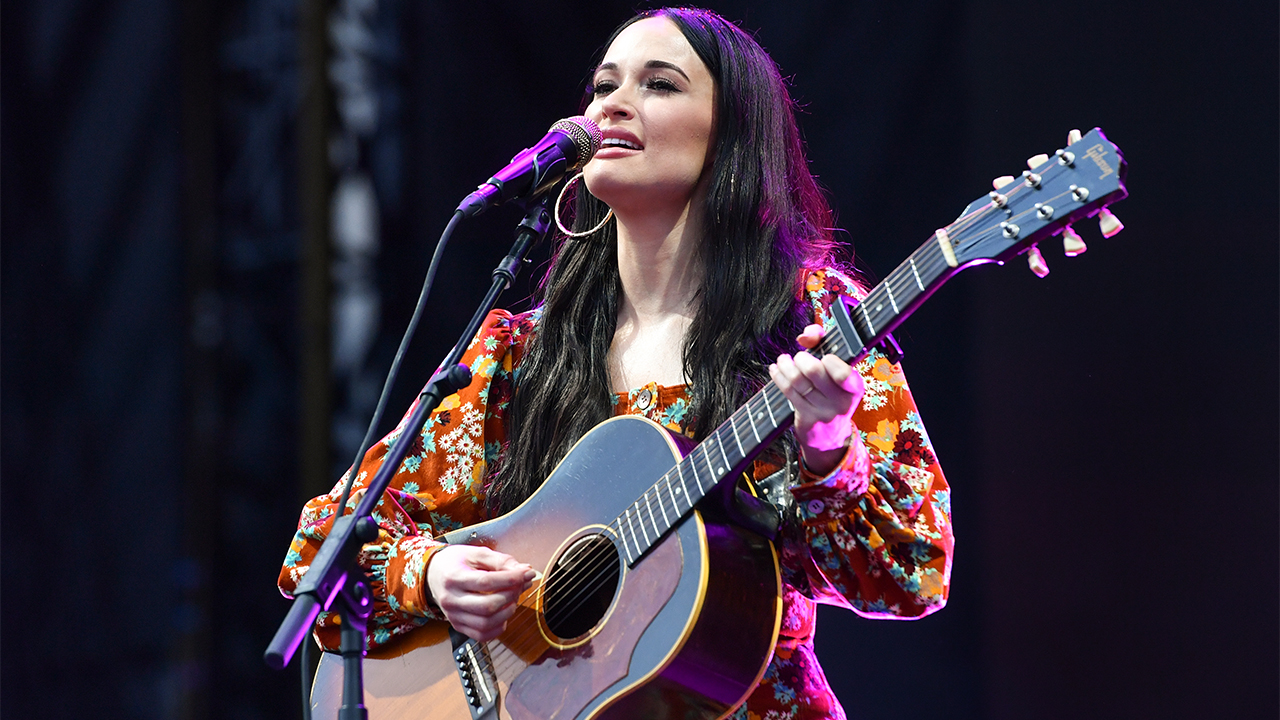 'SNL' musical guest Kacey Musgraves dons only guitar and boots in 'Forrest Gump'-inspired performance